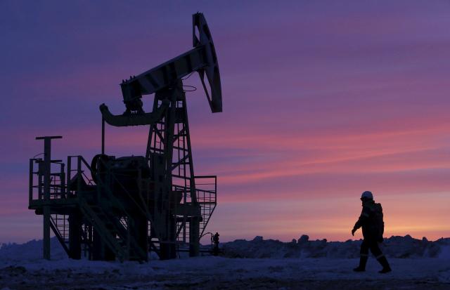 Precios del crudo suben por aumento de esperanzas en recorte de suministro