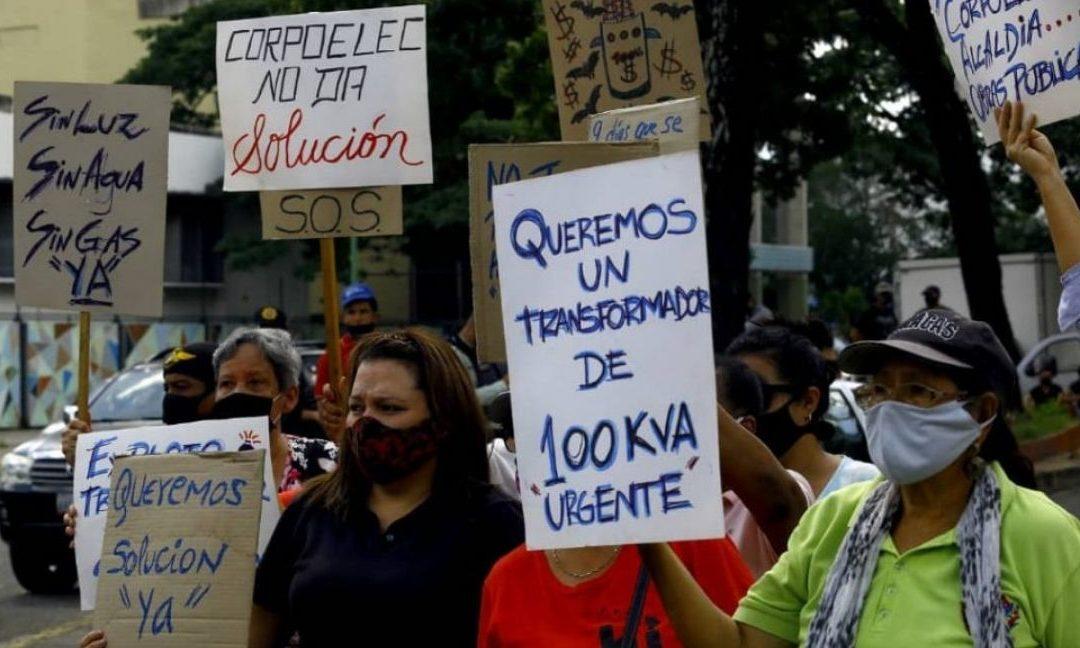 43 familias salen a protestar en Valencia al estar más de nueve días sin electricidad