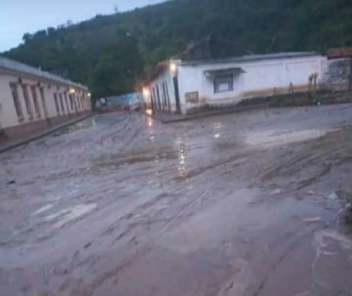 Desbordamiento del río Carapo causó fuertes inundaciones en Táchira y la desaparición de tres personas