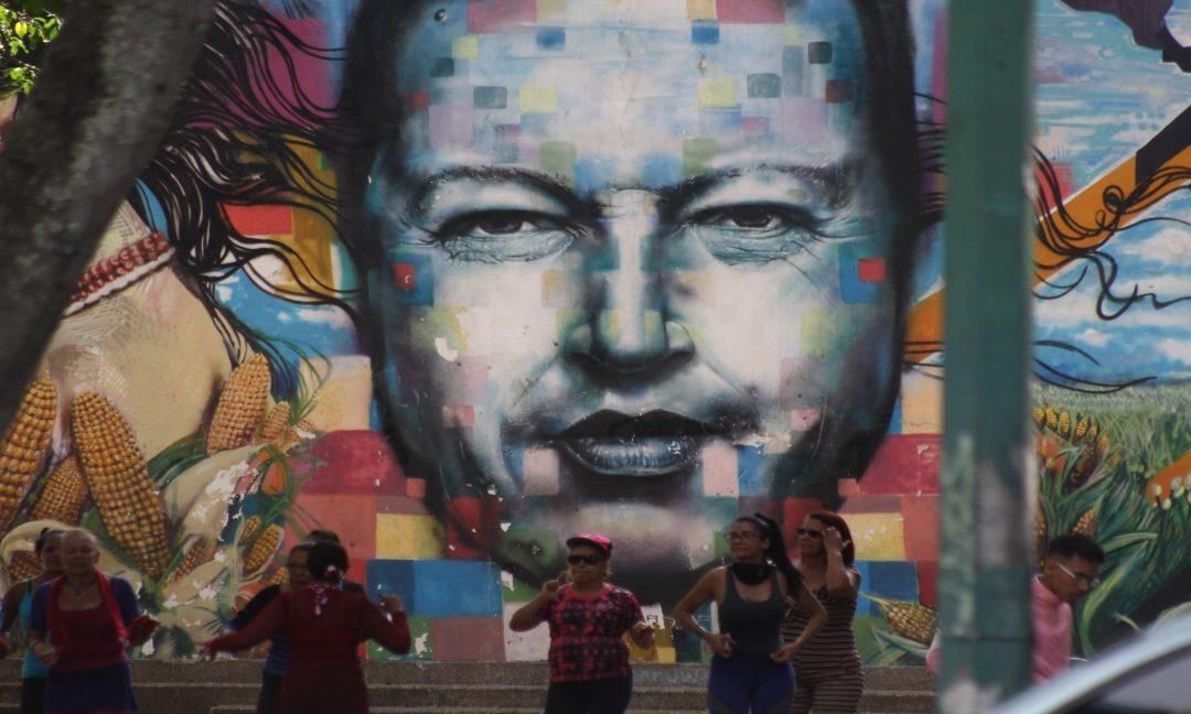 El Centro de Caracas, simbiosis entre la propaganda y la desidia
