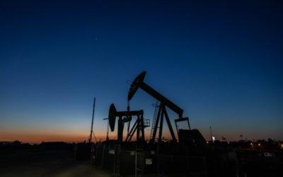 El petróleo se recupera tras revisión de cuotas de la Opep+