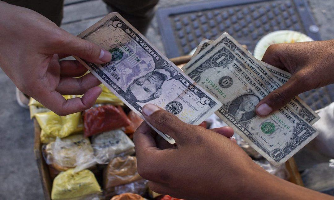 El dólar paralelo registra una mínima caída este #12Mar y así se cotiza en comparación al BCV