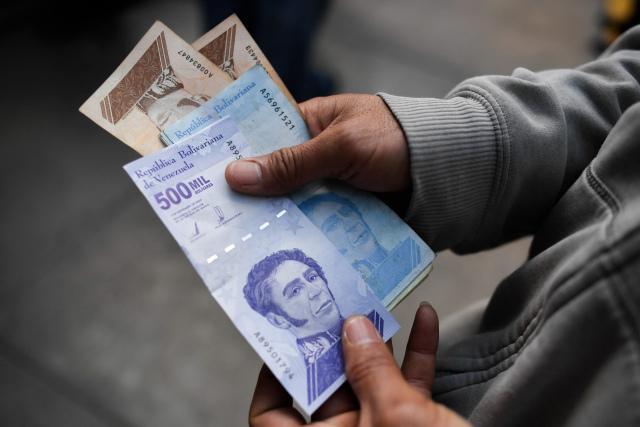 El País: Venezuela se queda sin dinero en efectivo