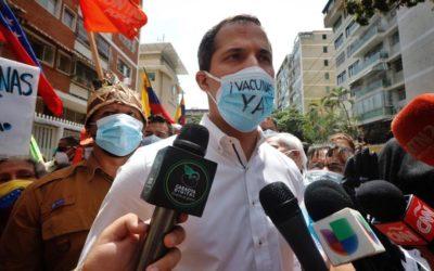 Guaidó se suma a la manifestación del sector salud para exigir el ingreso de vacunas (fotos)