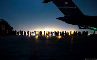 Al menos 72 muertos en ataques fuera del aeropuerto de Kabul