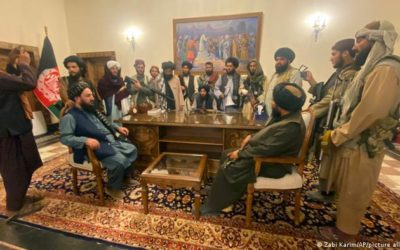 El presidente de Afganistán abandona el país, los talibanes controlan Kabul